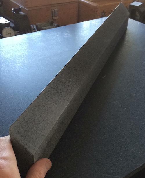 Regle de precision en granit finie.