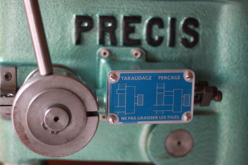 Transfert d'image sur métal : seconde  plaque en aluminium terminée en place sur la perceuse