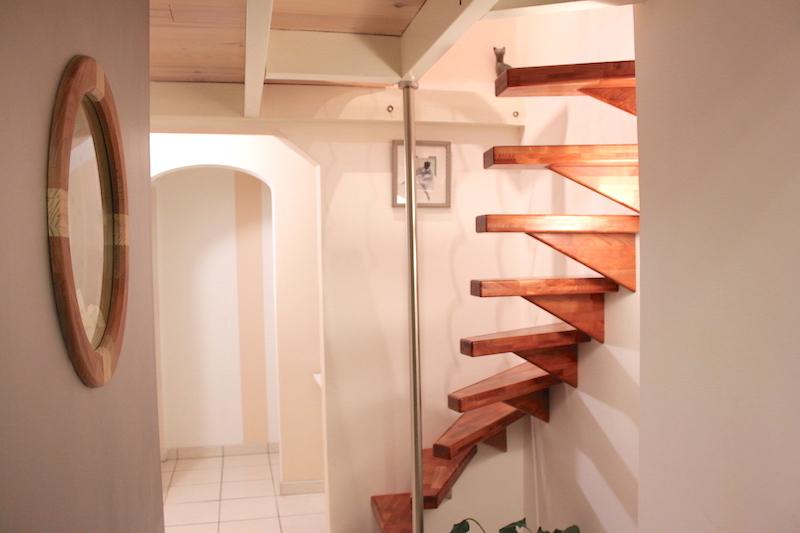 Escalier quart tournant suspendu fait maison