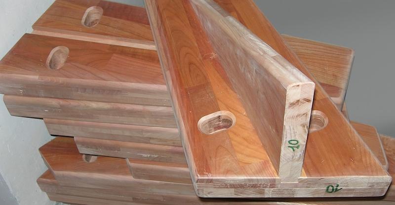 escalier quart de tour suspendu : usinage et assemblage des marches terminés